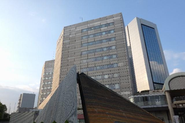 中規模程度の会社をイメージさせるビルの写真