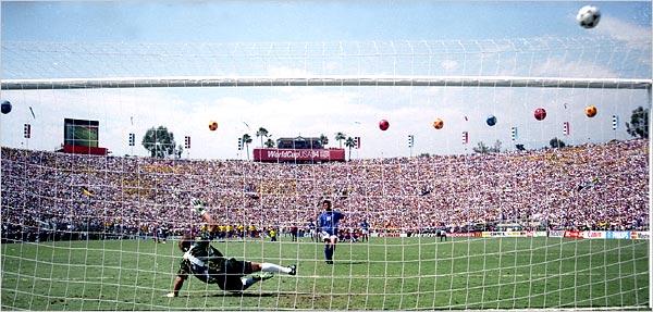 サッカーのPKの写真