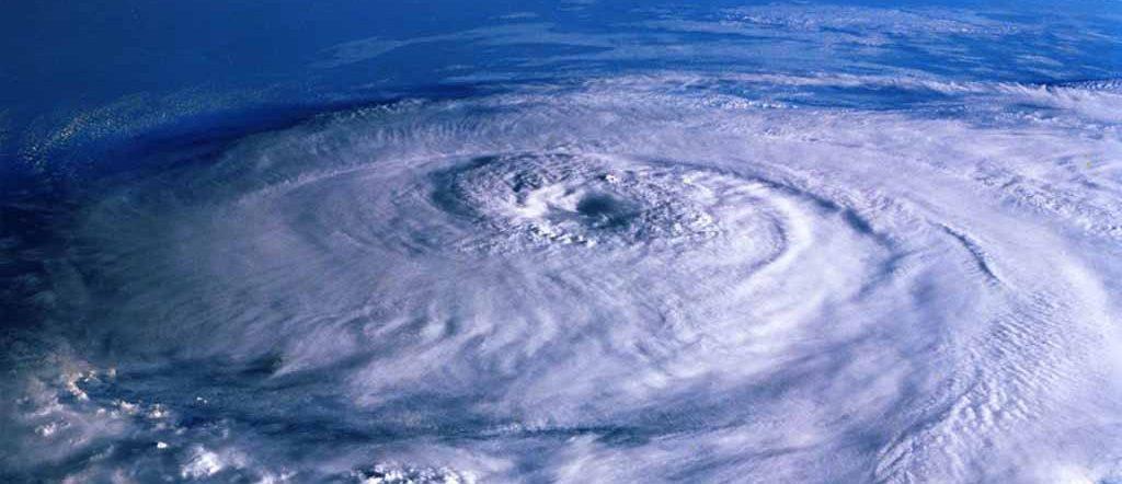 台風を上空から撮影した写真