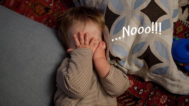Nooo!!!と叫んでいる外国人の赤ちゃんの画像