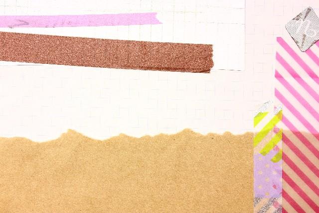 テープやさまざまなテクスチャを織り交ぜた画像