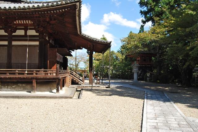 神社の本殿の画像